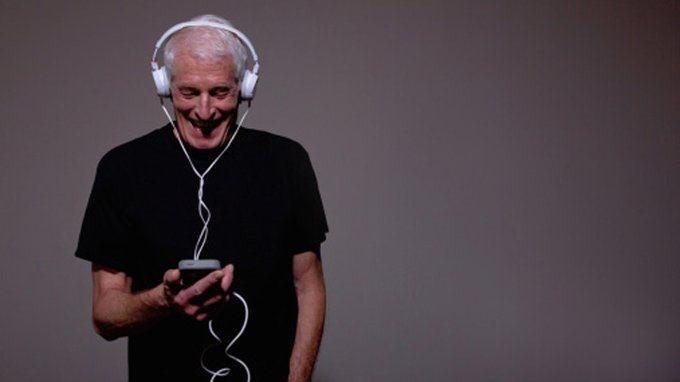נתנו לסבא להאזין לניקי מינאז'. לא תאמינו מה קרה. הוא אהב את זה