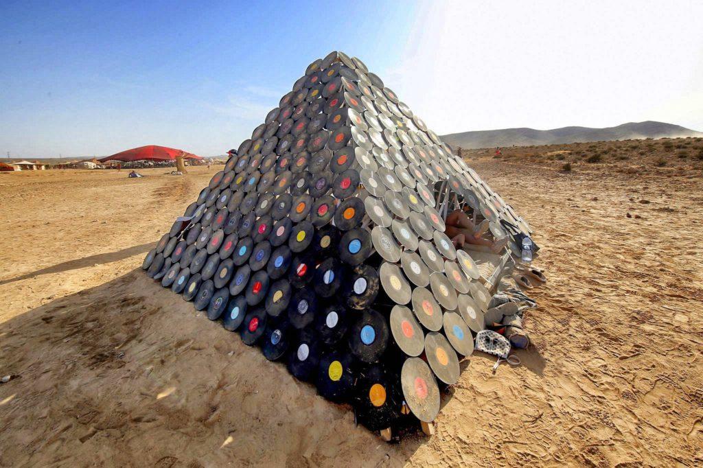 פירמידת אוהל תקליטים?